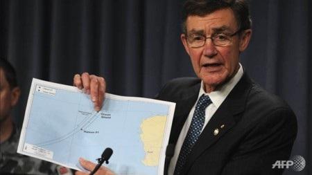 Ông Angus Houston tin rằng đã tiến rất gần việc tìm thấy máy bay mất tích