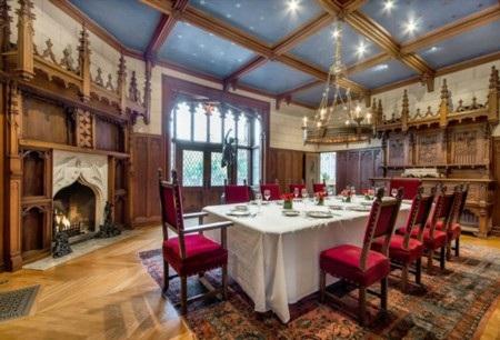 Phòng tiệc chính với không gian quý tộc