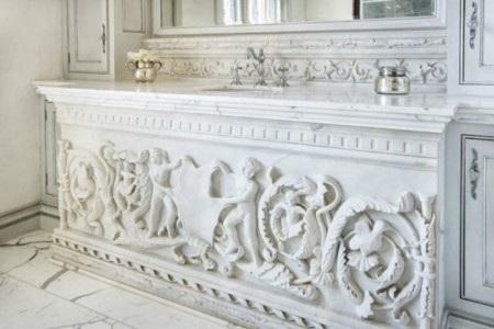 Phòng tắm cũng có nhiều chi tiết được chạm khắc tinh tế