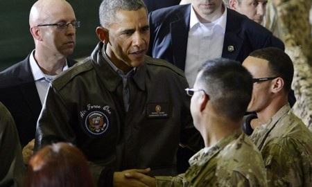Ông Obama trong một lần tới thăm các binh sỹ Mỹ tại Afghanistan
