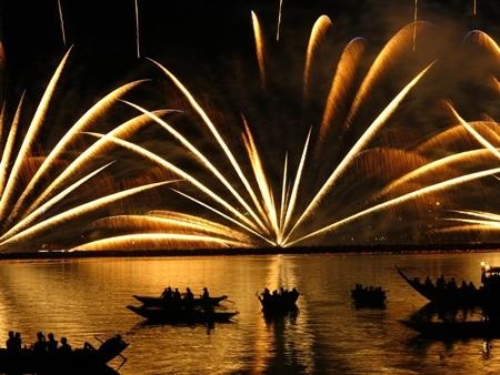 Màn trình diễn ấn tượng mang về ngôi vô địch cho đội Melrose Pyrotechnics đến từ Mỹ