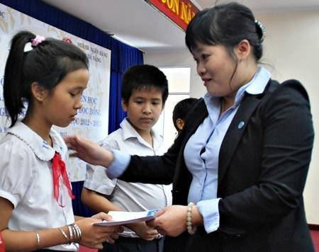 Đà Nẵng: Trao 120 suất học bổng đến học sinh nghèo hiếu học