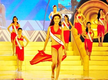 Các thí sinh lọt vào Vòng chung kết(VCK) Hoa hậu Vệt Nam 2013 với phần thi trình diễn bikini