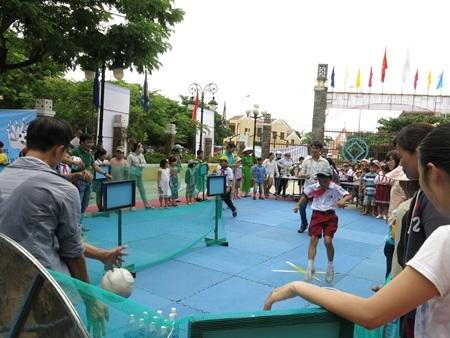 Các trò chơi tập thể của người Nhật thu hút đông đảo người dân và du khách tham gia