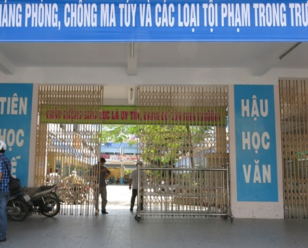 Cơ sở của trường Tiểu học Trần Cao Vân (thuộc địa bàn Q.Thanh Khê, Đà Nẵng) nằm trên đường Lê Duẩn.
