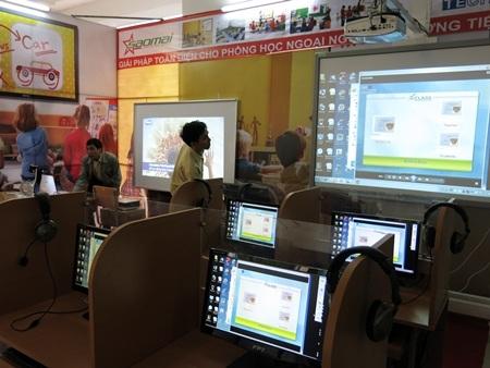 Các giải pháp ứng dụng CNTT trong việc dạy và học ngoại ngữ được trình bày trực quan tại hội thảo.