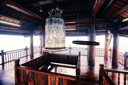 Lầu Chuông vừa hoàn tất xây dựng trên đỉnh Bà Nà với lối kiến trúc cổ kính, trang nghiêm