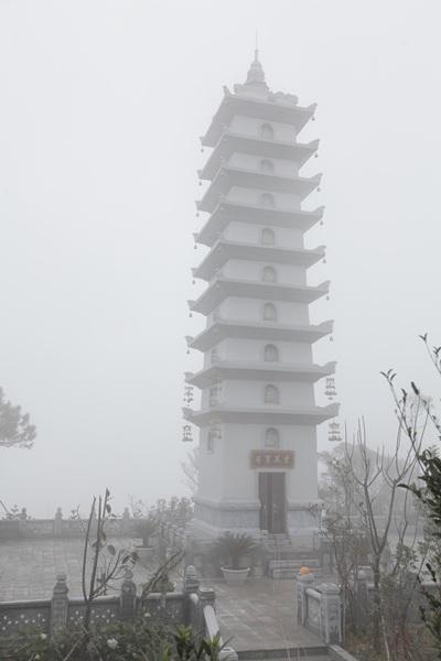 Tháp Linh Phong Tự - một trong những công trình mới trong khu du lịch tâm linh của Bà Nà