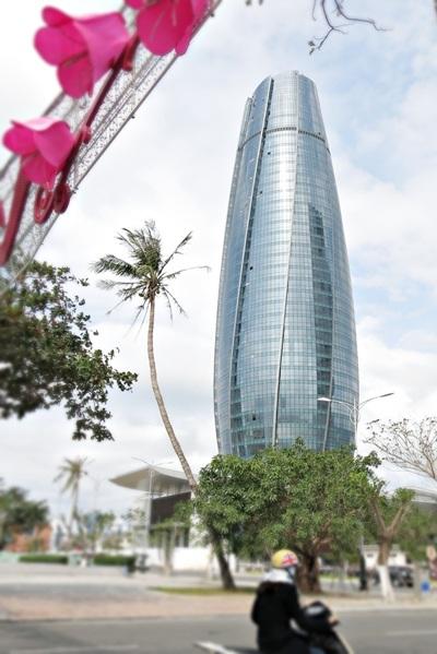 Tòa nhà Trung tâm hành chính TP Đà Nẵng đang dần hoàn thiện