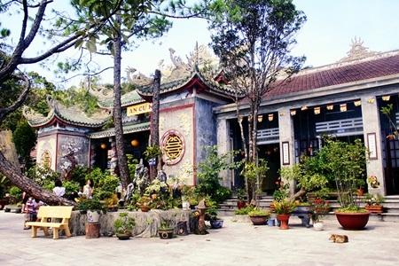 Chùa Linh Ứng -một trong những điểm du lịch tâm linh thu hút du khách trên đỉnh Bà Nà