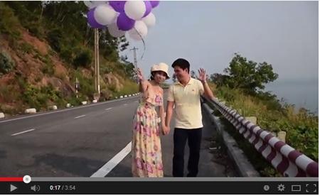 """Quốc tế hạnh phúc, lắc lư với """"Happy in Danang, Vietnam"""""""