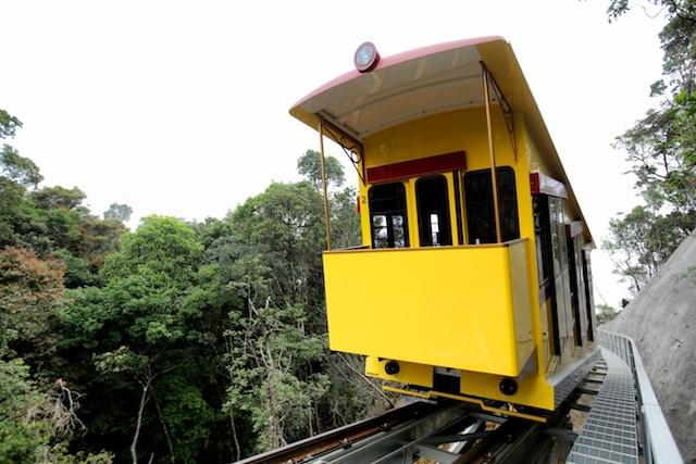 Những tàu hỏa leo núi lần đầu tiên có ở Việt Nam vừa được đưa lên đỉnh Bà Nà Hills