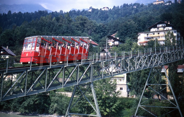 """Mô hình """"Tàu hỏa leo núi"""" ở Áo và Úc"""