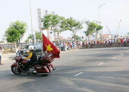 Đoàn đua xuất phát ngay trước Công viên Biển Đông - Đà Nẵng