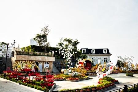 Có nhiều tiểu khu vườn hoa với nhiều phong cách thiết kế riêng