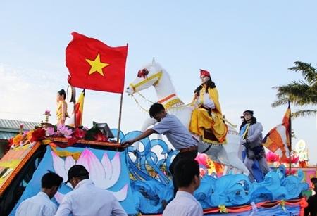 Hoạt động diễu hành xe hoa mừng lễ Phật Đản trên đường phố Đà Nẵng