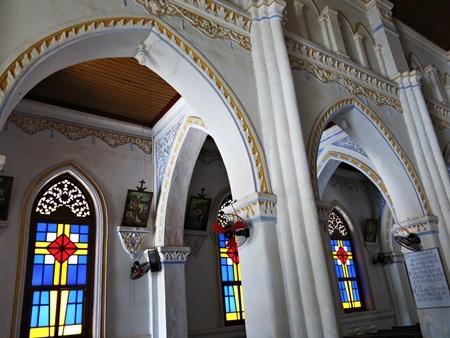 Kiến trúc bên trong khu giáo đường