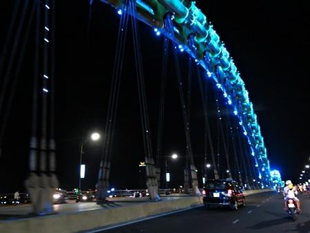 Cầu Rồng với thiết kế chiếu sáng ấn tượng vừa