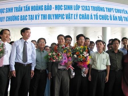 """Đà Nẵng nồng nhiệt đón """"chàng trai Bạc"""" Olympic Vật lý châu Á"""