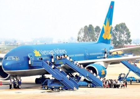 VNA và JPA đòi miễn thuế nhập khẩu nhiên liệu động cơ máy bay do