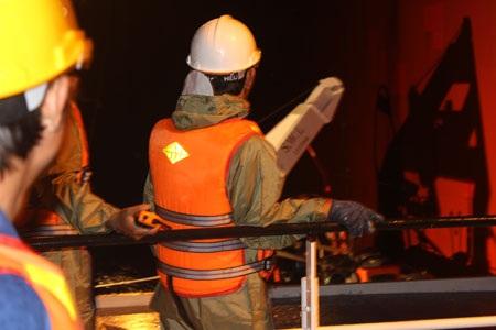 Lực lượng cứu nạn tiếp cận tàu có thuyền viên nước ngoài gặp nạn