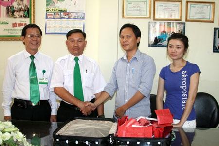 Lái xe của Mai Linh trả lại đồ cho hành khách bỏ quên