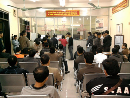 Phòng làm tiếp nhận hồ sơ đăng ký phương tiện tại 86 Lý Thường Kiệt