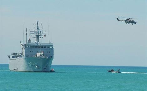 Các lực lượng đang nỗ lực tìm kiếm máy bay mất tích (ảnh: Telegraph)