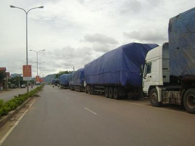 Xe quá tải trên địa bàn tỉnh Quảng Trị xếp hàng dài (ảnh minh họa: Bảo Sơn)