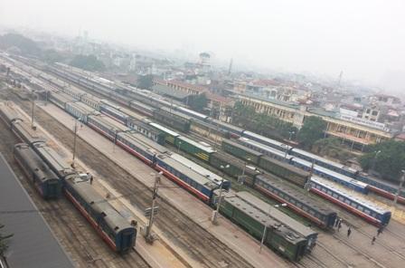Hoạt động vận tải đường sắt trì trệ, độc quyền và bao cấp