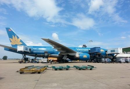 Máy bay Vietnam Airlines bị rơi ốp bảo vệ quạt làm mát phanh hôm 26/3