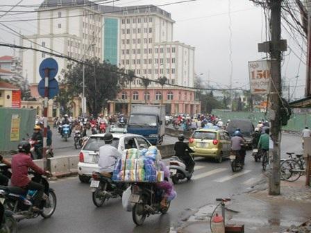 Đường Trường Chinh trở nên quanh co do bị bẻ cong