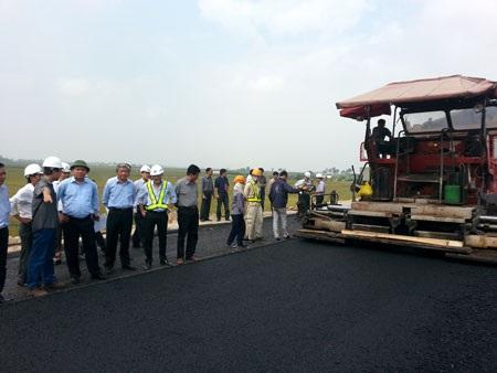 Bộ trưởng Đinh La Thăng đi kiểm tra dự án