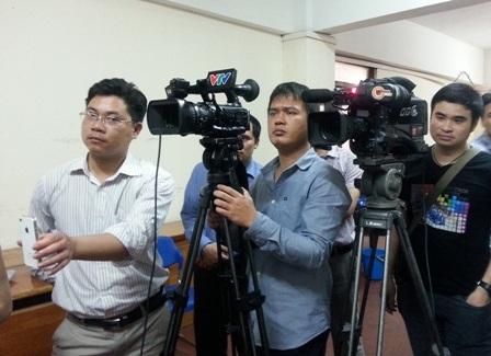 Báo chí được vào khu vực thi và tiếp xúc với các thi sinh, giám khảo