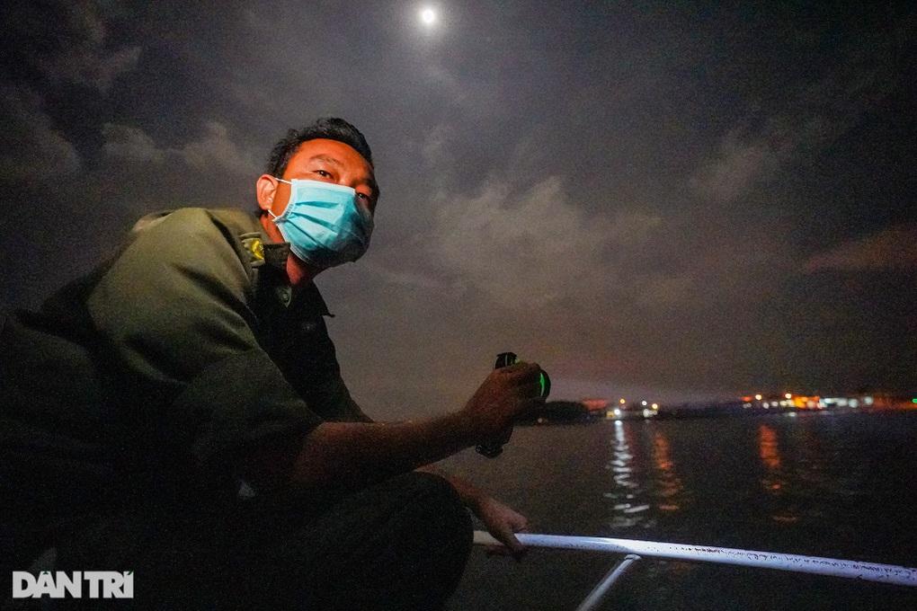 """Trắng đêm bảo vệ """"vùng xanh"""" trên biển tại xã đảo duy nhất ở TPHCM"""