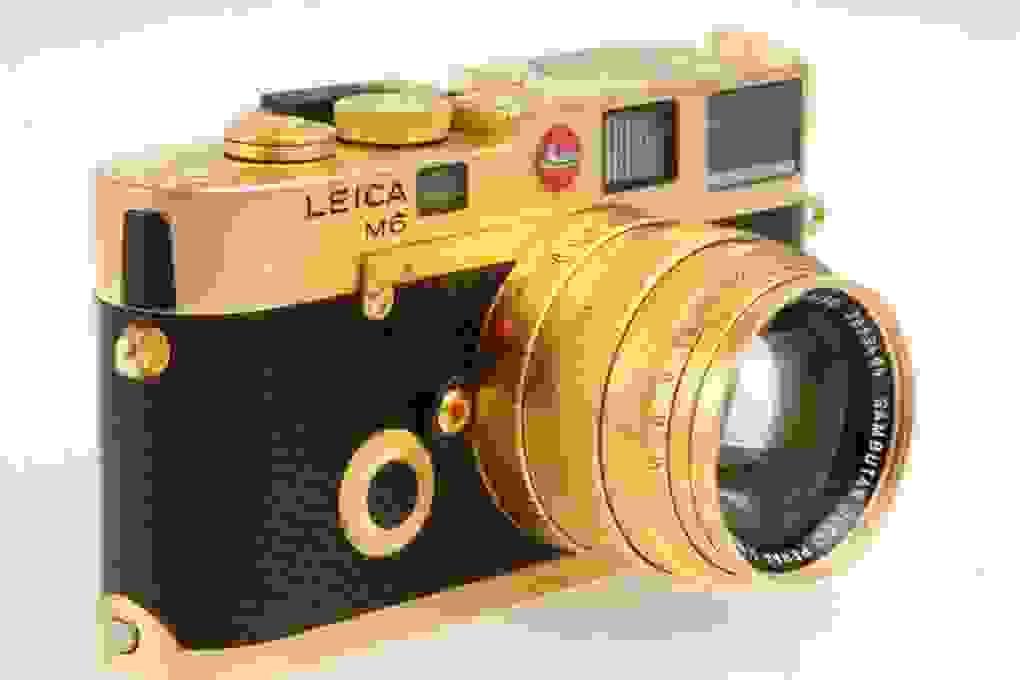 Máy ảnh Leica M6 mạ vàng có giá quy đổi gần 700 triệu đồng