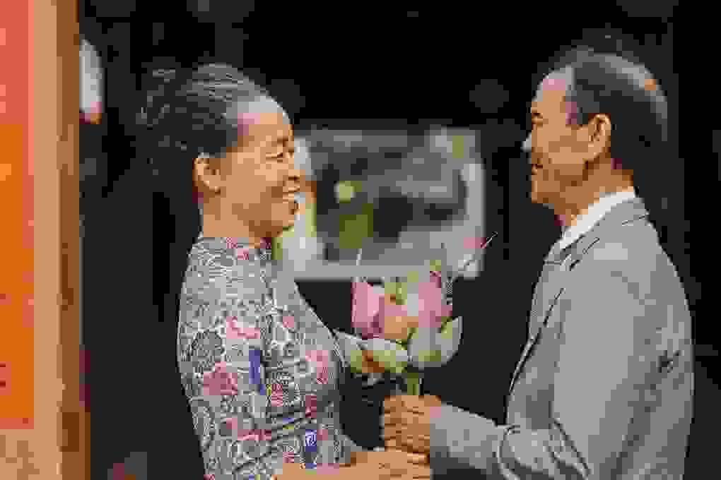 Bộ ảnh của cặp đôi U80 khiến giới trẻ phải ghen tỵ