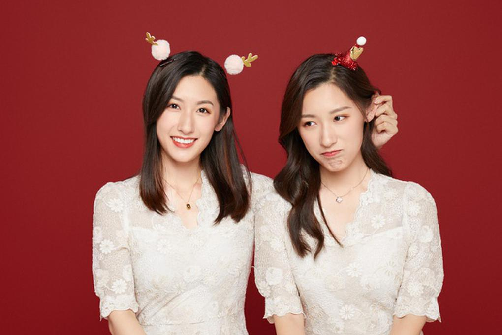 Cặp song sinh xinh đẹp nổi tiếng Trung Quốc tốt nghiệp Harvard giờ ra sao?