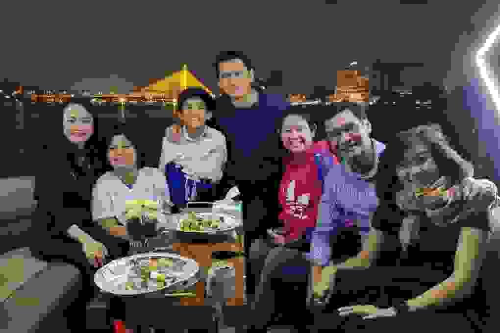 Kiatisuk chia tay bạn bè trước khi sang Việt Nam làm HLV HA Gia Lai