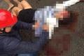 Hà Nội: Khống chế đối tượng dùng dao chém vợ ở cầu Dậu