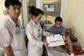 Ông bố trẻ bị điện cao thế phóng cụt tay chân được giúp đỡ hơn 120 triệu đồng