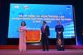 Trường Trung học thực hành ĐH Sư phạm nhận cờ thi đua của Bộ GD-ĐT nhân 20 năm thành lập
