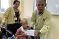 Được bạn đọc giúp đỡ 4 tỉ đồng, ông nội bán lúa non chữa ung thư cho cháu san sẻ nỗi đau