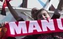 Các cầu thủ Man Utd ra sân khởi động trước trận gặp West Ham