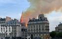 Nhân chứng la hét trong tiếc nuối khi tháp chuông Nhà thờ Đức Bà đổ sập