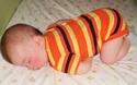 Khoảnh khắc hài hước: Khi bé yêu ngủ gật