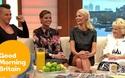 Chloe Sims và bạn bè trả lời phỏng vấn trên truyền hình