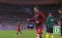C.Ronaldo tập tễnh ra chỉ đạo đồng đội như huấn luyện viên