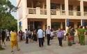 Hơn 100 học sinh tiểu học nhập viện sau bữa ăn trưa bán trú tại trường.