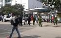 Tiến hành lập hàng rào cứng quanh Trung tâm mua sắm trái phép chống lệnh Chủ tịch tỉnh